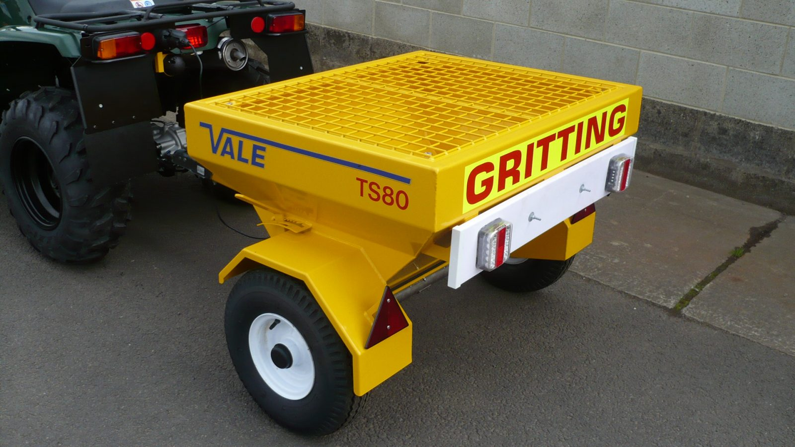 Like all VALE Engineering's winter maintenance designs, metalwork is blast cleaned, zinc rich powder primed and then finished in polyester powder