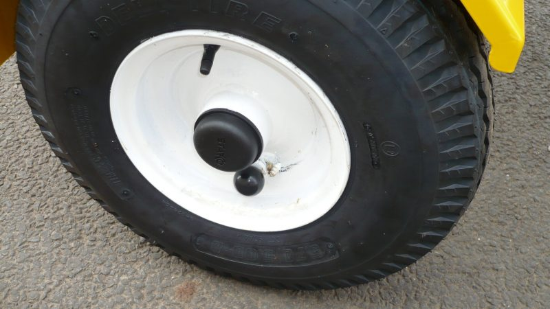 Convenient wheel mounted engagement knob on VALE Engineering's TS80