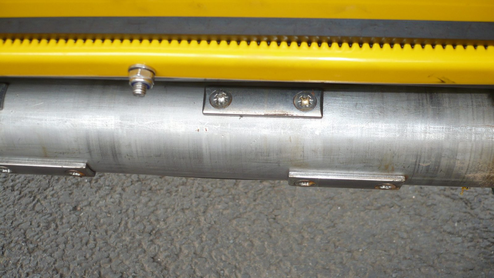 Replaceable stainless steel delivery cams to suit wet or dry salt on the Towed or Mounted Drop Gritter