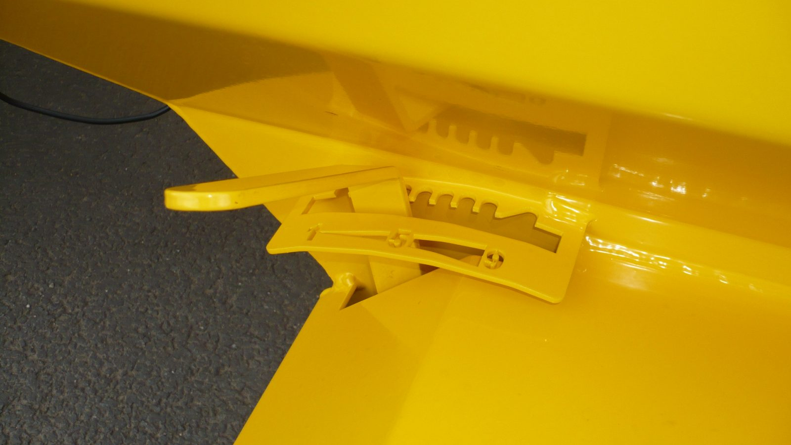 TS80 Towed or Mounted Drop Gritter has manually adjustable application rates via a graduated lever