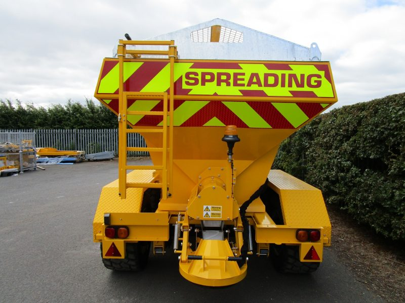 Tractor Towed Salt Spreader (Gritter) VALE TS6000 - Full road lighting with high quality rubberized lighting components to resist salt corrosion