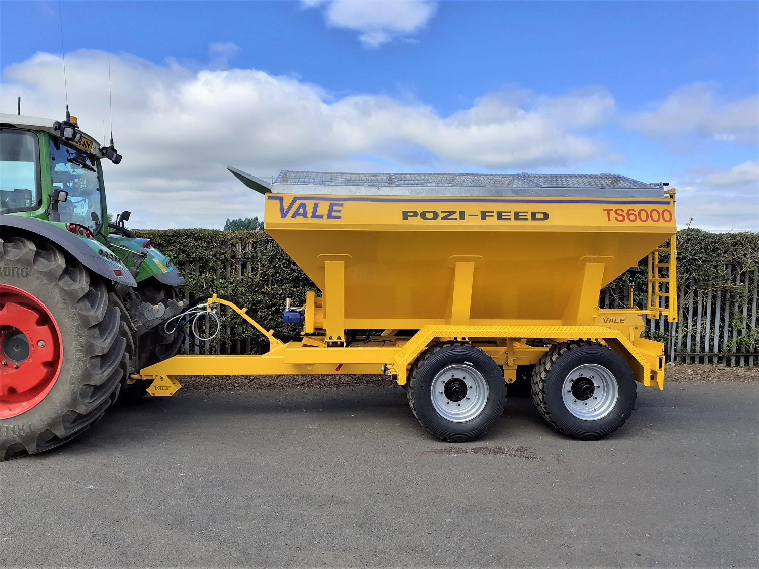 Tractor Towed Salt Spreader (Gritter) VALE TS6000 - Heavy duty tandem axle chassis fitted with leaf spring suspension, 90mm commercial square axles fitted with hydraulically operated S-cam brakes