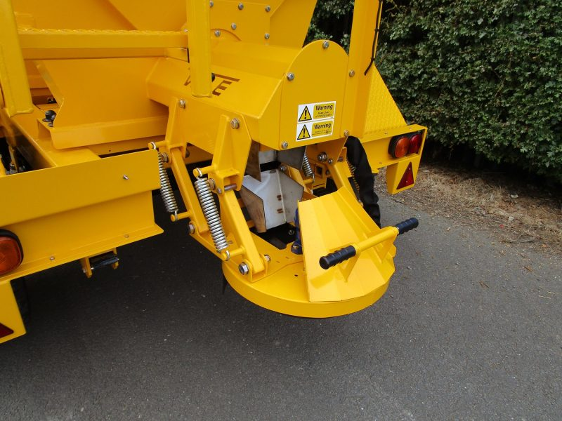 Tractor Towed Salt Spreader (Gritter) VALE TS6000 - • Hydraulically driven stainless steel disc, with adjustable spread width from 1.8m to 12m
